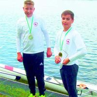 Einen Start-Ziel-Sieg fuhren Tim Happe und Lennart Oberkönig im Jungen-Doppel-Zweier ein.