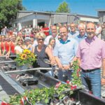 Stellvertretend für die Bürgerstiftung EmscherLippe-Land übernahm Inge Finke (vorne, Mitte) die Taufe des neuen Bundesliga-Achters auf den Namen Bella.