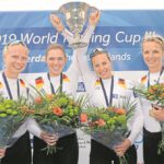 Erschöpft, aber überglücklich feiern die Waltroperin Franziska Kampmann (2. v. r.) und ihre Teamkolleginnen Daniela Schultze, Michaela Stalberg und Frieda Haemmerling den Sieg beim Ruder-Weltcup in Rotterdam.