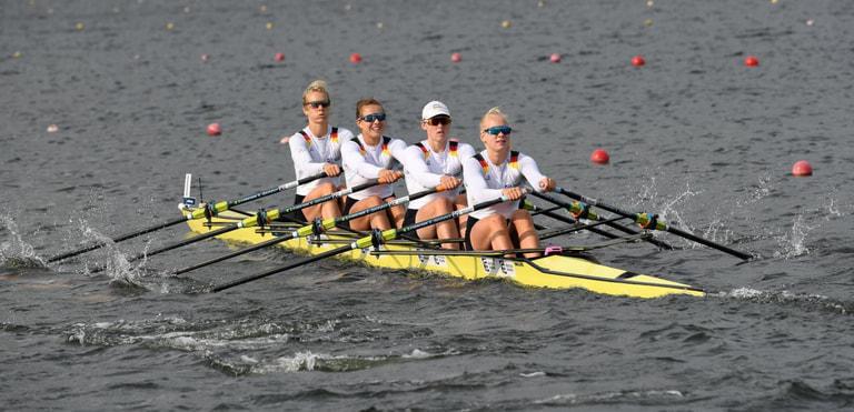 Franziska Kampmann sitzt an dritter Position von links im Doppelvierer der Frauen