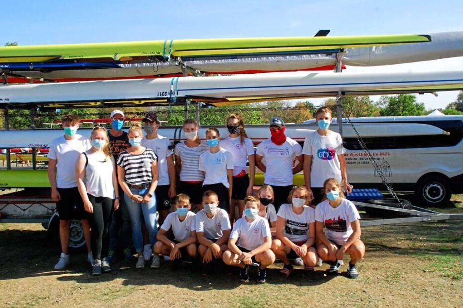 Trainer und Athleten des Rudervereins Waltrop waren froh, bei der Regatta in Krefeld endlich wieder unter Wettkampfbedingungen starten zu dürfen.